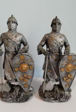 Lote 2 figuras medieval resina