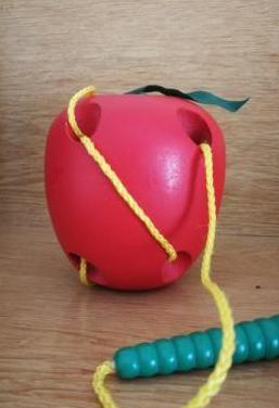 Manzana para ensartar.