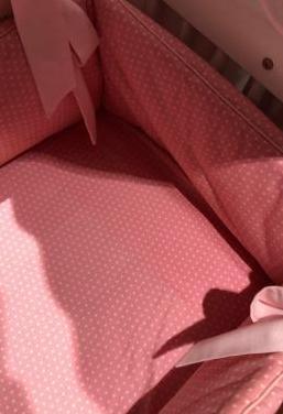 Ropa de mini cuna en color rosa