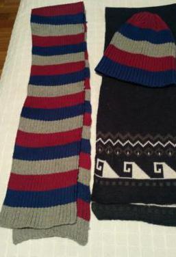 Conjunto de bufanda y gorro, mas otra bufanda