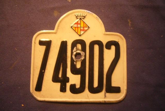 Antigua placa de matricula de motocicleta (ayuntamiento de