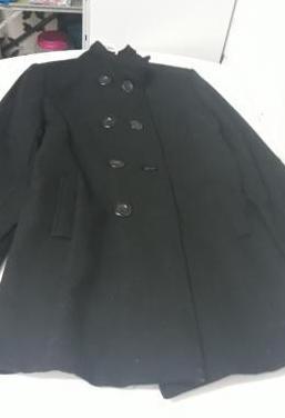 Abrigo negro cruzado