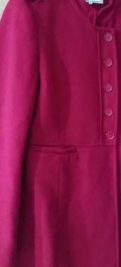 Abrigo rojo de easy wear.