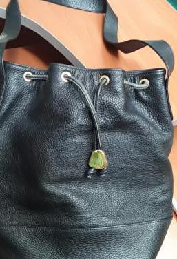 Bolso saco negro de piel