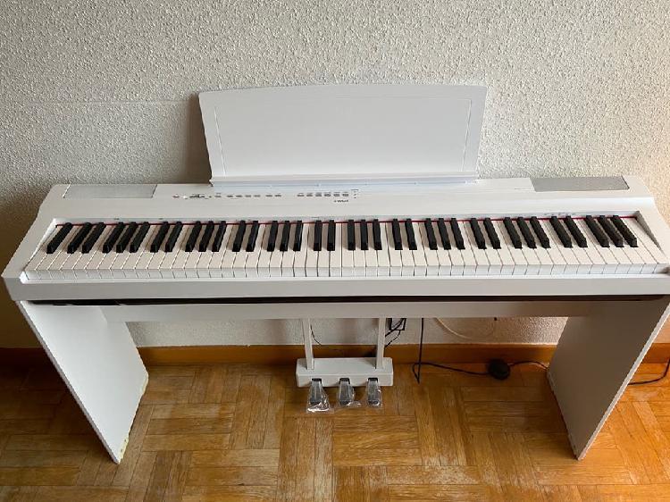 Piano eléctrico yamaha p-125 (2019) con pedales.