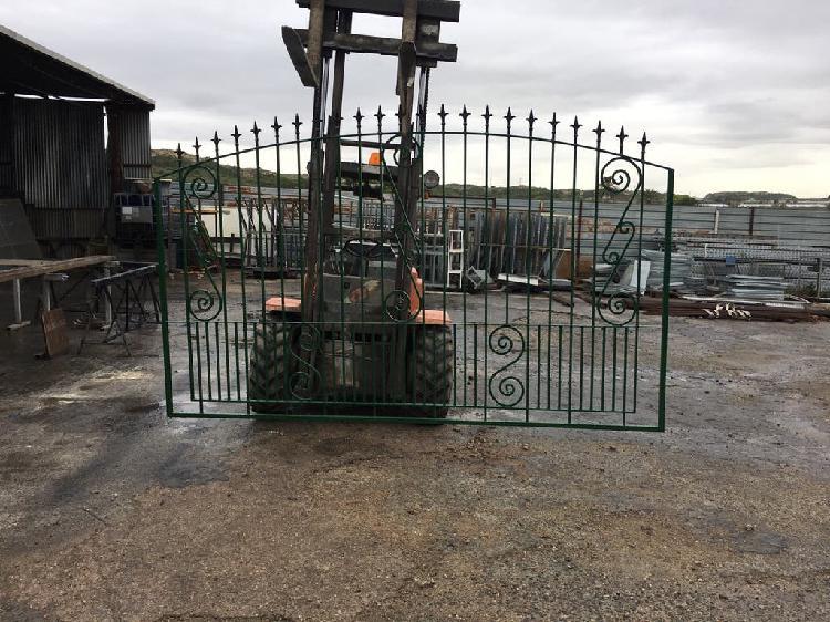 Puerta de forja maciza