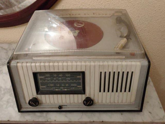Tocadiscos + radio antigua philips
