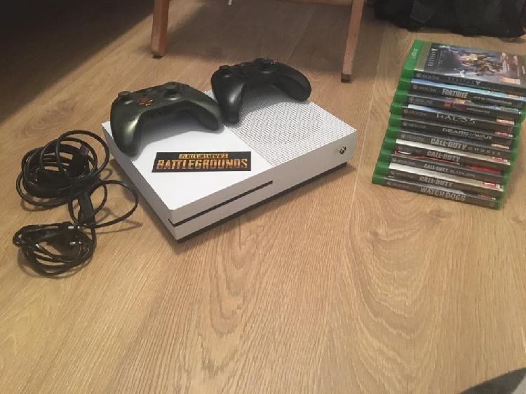 Xbox one s 1t + 9 juegos + 2 mandos