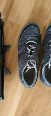 Gato con zapatillas (no con botas)