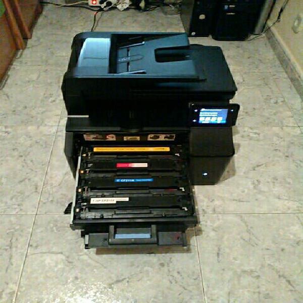 Impresora multifunción laser color.