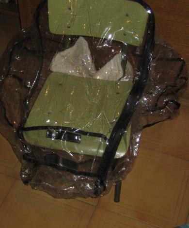Plástico protector para carrito de bebé.