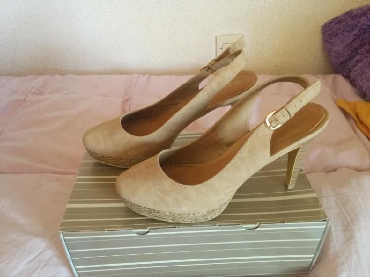Rebajas! zapatos de tacón ¡nuevos! de blanco