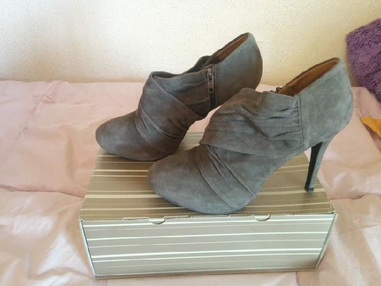 Rebajas! zapatos de tacón de ante zara