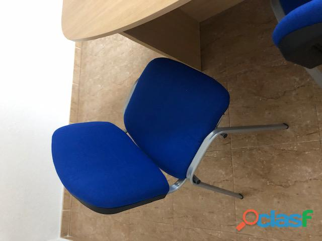 Vendemos mesa de reunión con sillas