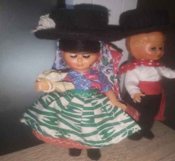 Antiguos muñecos portugueses.regiinales.años 80