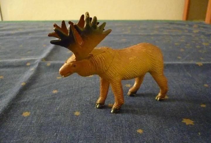 Figura animal. alce. 8,5 x 9,5 cm aprox.