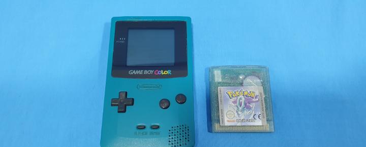 Game boy color verde azulado + pokémon cristal de nintendo
