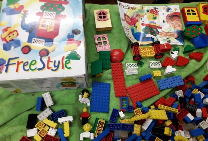 Lote lego system, año 95, segun fotos.