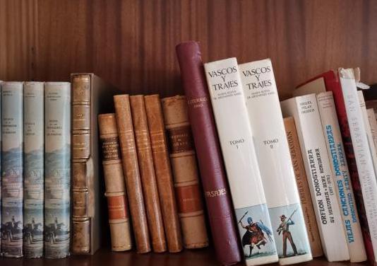 Lote libros tema país vasco, navarra