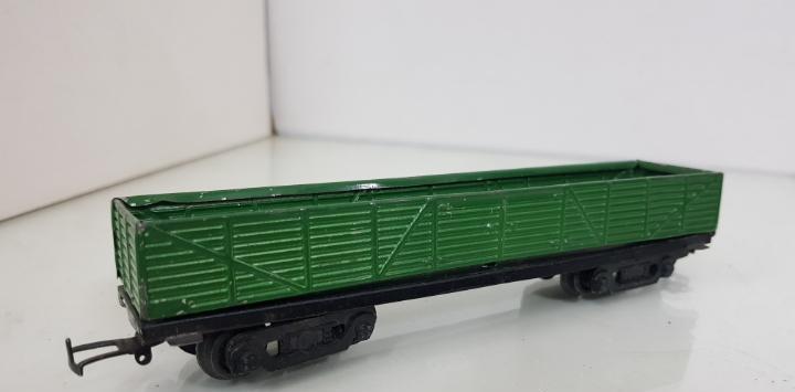 Paya vagón de mercancías verde metálico le faltan topes