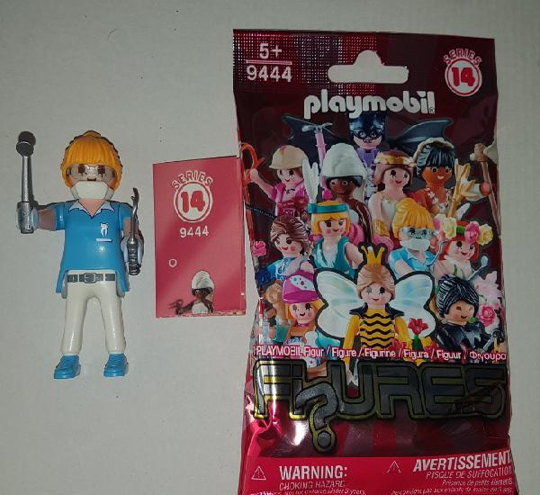 Playmobil serie 14 dentista doctora sobre sorpresa rosa