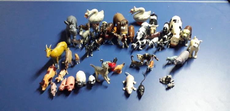 Lote animales de plástico