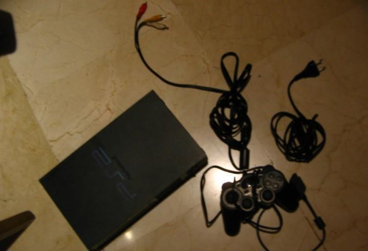 Play satation 2 con cables y un mando.funciona.