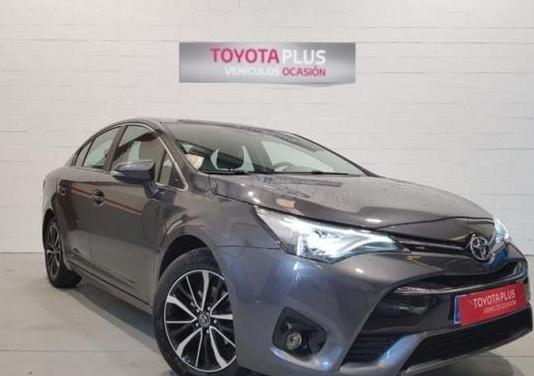 Toyota avensis 1.8 140 advance 4p.