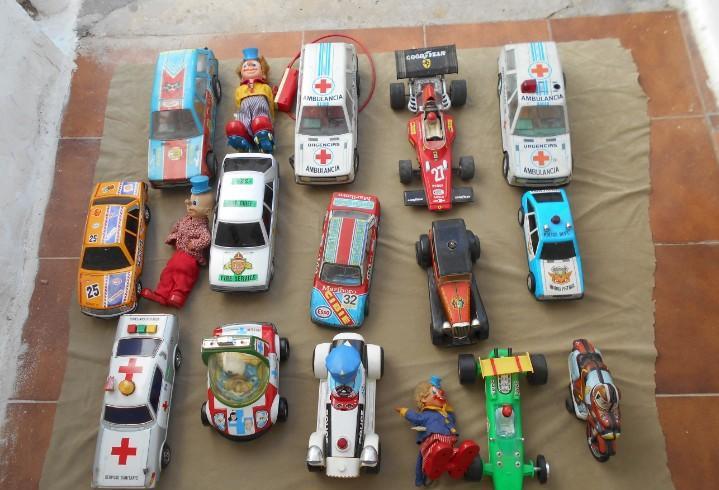 Coches de juguete de lata antiguos etc