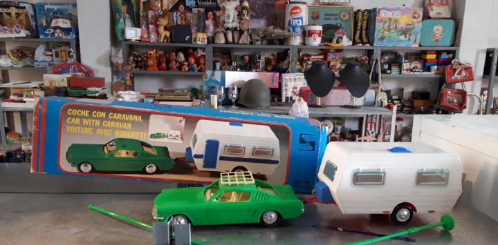 Nico en todocoleccion coche con caravana plástico