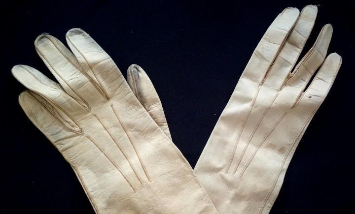 Antiguos guantes de piel de cabritilla s.xx