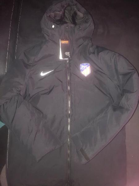 Abrigo negro Atlético de Madrid