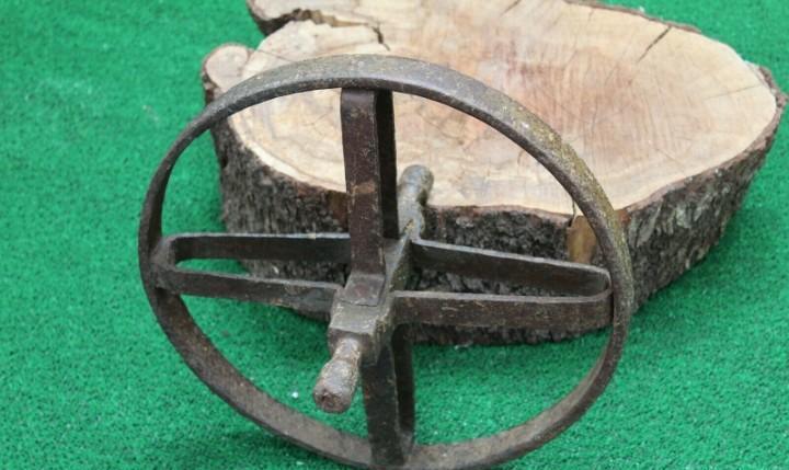 Antigua rueda de hierro fundido forja, para carretilla o