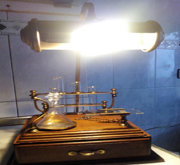 Antiguo flexo/laboratorio, ver fotos,muy bonita y original.