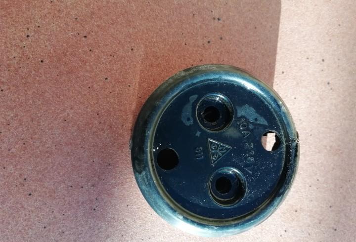 Antiguo enchufe de plastico vaquelita ngr 250 voltios 10