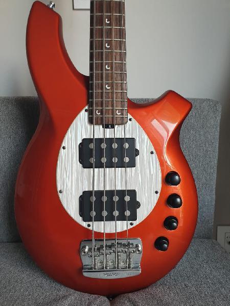 Bajo eléctrico musicman bongo