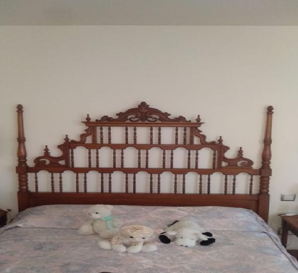 Cabecero, 2 mesillas y cómoda en madera tallada. medidas