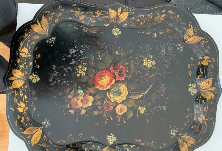 Gran bandeja de metal pintada axmano con motivos florales