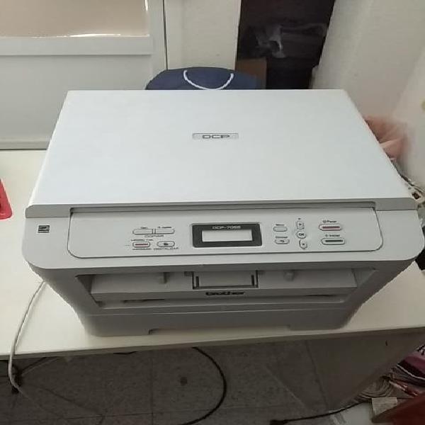 Impresora brother láser. dcp-7055
