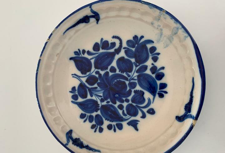 Plato azul de manises siglo xix diametro 28 cm