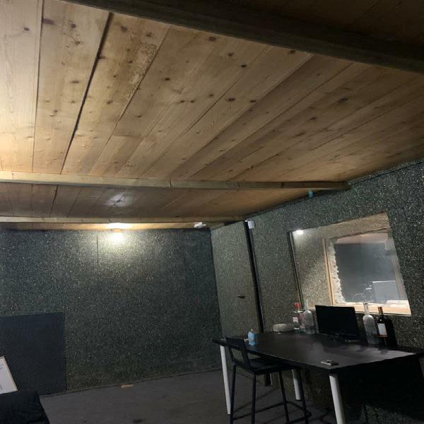 Sala de ensayos o estudio de grabación.