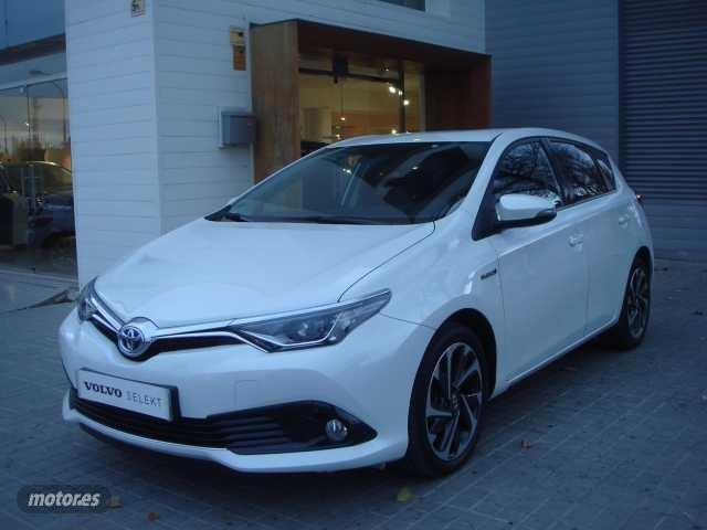 Toyota auris hybrid 140h feel! feel! de 2016 con 102.000 km