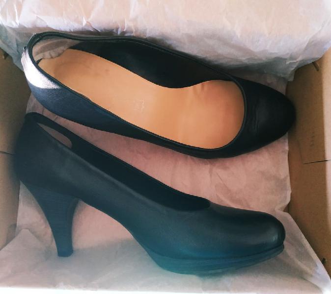 Zapatos piel salones negros 39