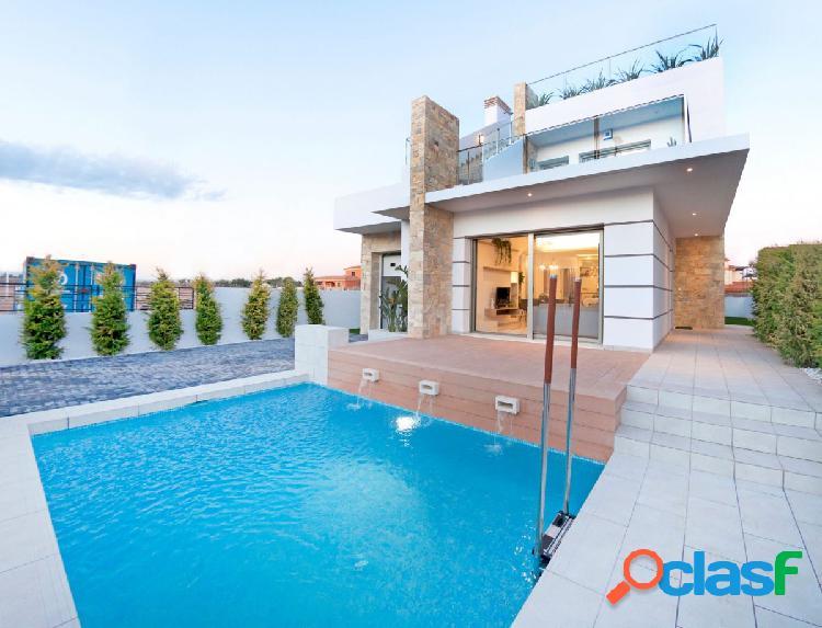 Villa de diseño con solarium y vistas al mar