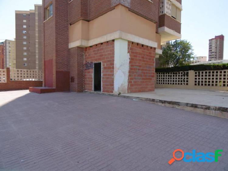 Alquiler de locales comerciales con terraza de 200 metros www.euroloix.com