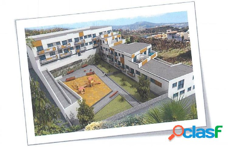 Parcela con proyecto y licencia para 33 viviendas y garajes.