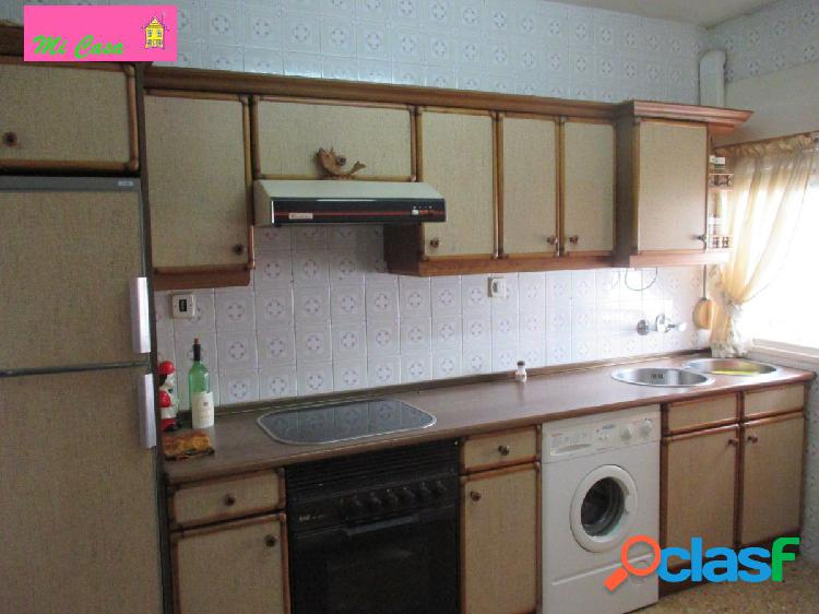 Piso centrico de tres habitaciones, salon cocina y baño