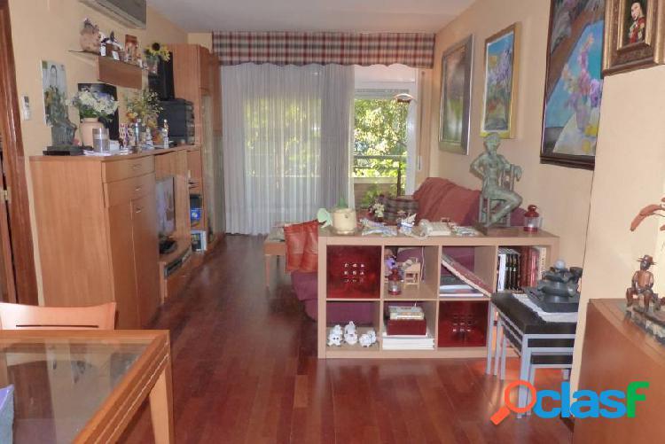 Piso de 106m2, céntrico 35m2 de salón comedor 4 hab 2 baños 10m2 de cocina 2 balcones