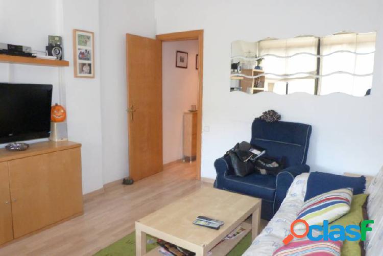 Piso de 76 m2 2hab dobles y 1 indiv baño completo y cocina de 9 m2. luminioso