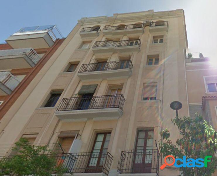 Local 60 m2 más vivienda 50 m2 + patio de 30 m2 3 habitaciones 1 baño, reformado (riera blanca)